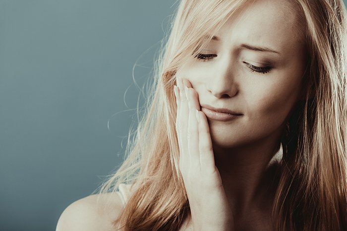 woman with tooth sensitivity